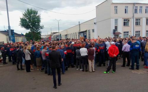 Работники Минского автомобильного завода (МАЗ) принимают участие в забастовке