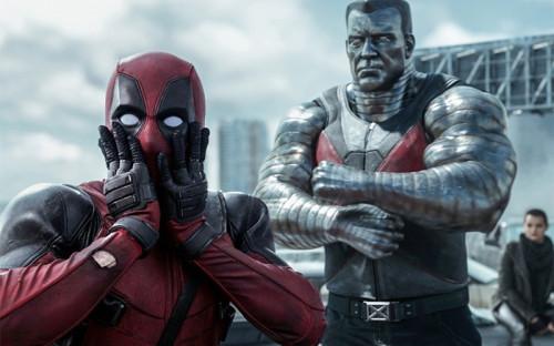 <p><strong>&laquo;Дэдпул&raquo;</strong></p>  <p>Фильм кинокомпании 20th Century Fox&nbsp;&mdash;&nbsp;пародия на&nbsp;классические фильмы про&nbsp;супергероев, но&nbsp;при&nbsp;этом может стать одним из&nbsp;самых кассовых фильмов в&nbsp;этом жанре. Главный герой в&nbsp;исполнении Райана Рейнольдса обладает только&nbsp;одной суперспособностью&nbsp;&mdash;&nbsp;регенерацией, зато&nbsp;много и&nbsp;часто скабрезно шутит и&nbsp;разговаривает со&nbsp;зрителем.</p>  <p>Перед выпуском фильма 20th Century Fox провела масштабную маркетинговую кампанию. К примеру, Райан Рейнольдс в&nbsp;костюме Дэдпула продавал еду во&nbsp;время самого популярного спортивного мероприятия в&nbsp;США&nbsp;&mdash;&nbsp;матча за&nbsp;Суперкубок по&nbsp;американскому футболу. Кроме того, актер проехал по&nbsp;нескольким странам с&nbsp;презентацией фильма. В России он сходил на&nbsp;телешоу &laquo;Вечерний Ургант&raquo;, устроил фотосессию на&nbsp;Красной площади и&nbsp;пошутил про&nbsp;хачапури на&nbsp;пресс-конференции.</p>  <p>Директор по&nbsp;маркетингу &laquo;Двадцатый век Фокс Россия&raquo; Николай Борунков объяснил&nbsp;РБК, что&nbsp;&laquo;Дэдпул&raquo; показал такие результаты в&nbsp;России не&nbsp;только&nbsp;из-за&nbsp;активной маркетинговой кампании:<br /> &laquo;Во-первых, у аудитории возникла некоторая усталость от&nbsp;просмотров традиционных супергеройских историй, а&nbsp;&laquo;Дэдпул&raquo;&nbsp;&mdash; их антипод, это очень нетипичный персонаж. На наш взгляд, он близок российскому&nbsp;зрителю, потому&nbsp;что&nbsp;он остроумный и&nbsp;с&nbsp;иронией преодолевает все сложности, которые происходят в&nbsp;его жизни. Наверное, во&nbsp;многом это характеризует и&nbsp;нашего человека. Так что&nbsp;это персонаж на&nbsp;злобу дня&raquo;.</p>  <p>В картине много нецензурной лексики, насилия и&nbsp;обнаженных сцен&nbsp;&mdash;&nbsp;из-за&nbsp;всего этого она получила в&nbsp;Америке одну из&nbsp;самых строгих маркировок, R (дети до&nbsp;17 лет смотрят фильм в&nbsp;сопровождении родителей