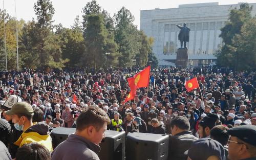 <p>Акция сторонников нового премьер-министра Киргизии</p>