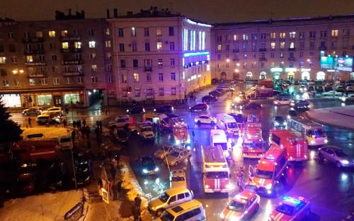 В одном из магазинов сети &laquo;Перекресток&raquo; в Санкт-Петербурге вечером 27 декабря произошел взрыв, сообщили РБК в пресс-службе МЧС по Петербургу и Ленинградской области.<br /> <br /> &nbsp;