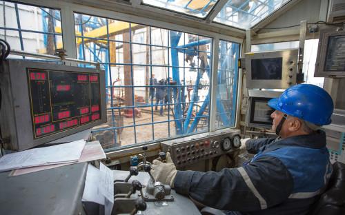 Оператор бурения на газонефтеконденсатной разведочной станции на Чаяндинском газовом месторождении