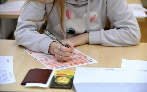 Мишустин упростил выпускные экзамены школьникам из-за коронавируса