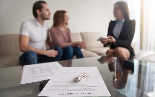 Договор нужен, как минимум, для подтверждения факта проживания в съемной квартире