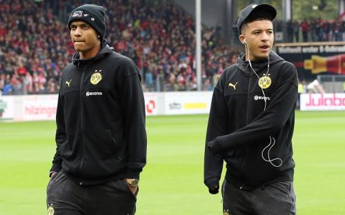 Футболисты дортмундской «Боруссии» Мануэль Аканджи и Джейдон Санчо