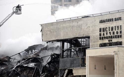 Тушение пожара в здании библиотеки академического Института научной информации по общественным наукам