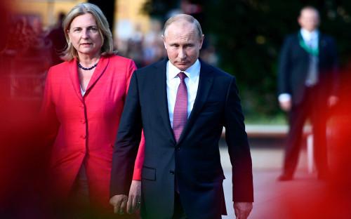 Карин Кнайсль и Владимир Путин (справа)
