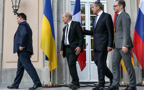 Министр иностранных дел Украины Павел Климкин, министр иностранных дел Франции Жан-Ив Ле Дриан, Сергей Лавров и министр иностранных дел Германии Хайко Маас (слева направо)