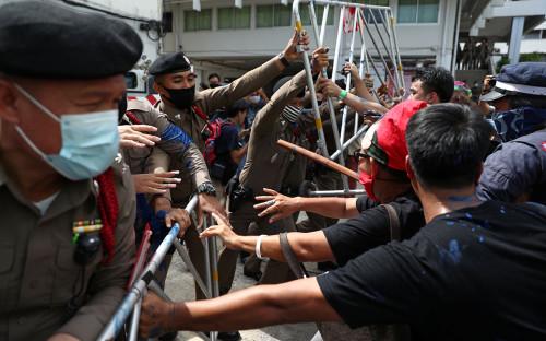 Столкновения протестующих с полицией, Бангкок