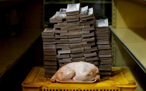 <p>2,4 кг курятины стоят 14,6 млн боливаров, или $2,22</p>