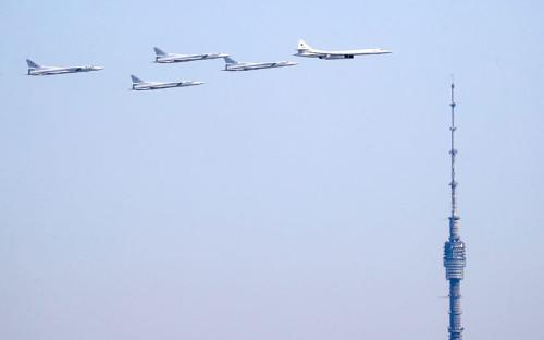 Стратегический бомбардировщик-ракетоносец Ту-160 и дальние бомбардировщики-ракетоносцы Ту-22М3