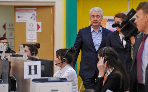 Мэр Москвы Сергей Собянин,во время посещения call-центр Оперативного штаба столичного департамента здравоохранения по контролю и мониторингу ситуации с коронавирусом