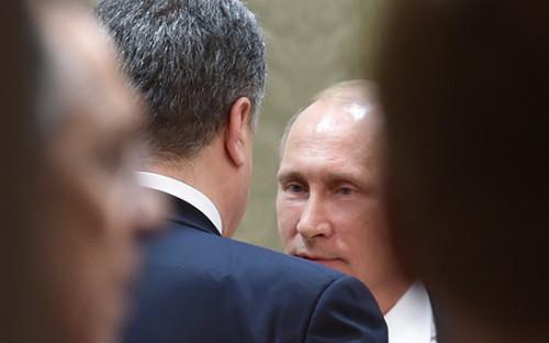 <p>Петр Порошенко и Владимир Путин (слева направо)</p>  <p></p>