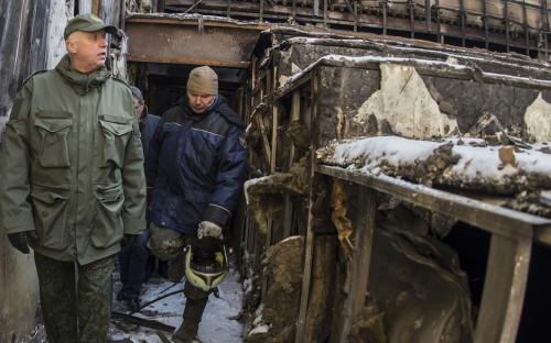 Александр Бастрыкин во время осмотра последствий пожара в ТЦ «Зимняя вишня»