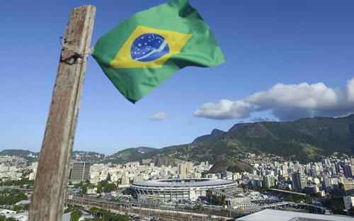 """<p><strong>Стадион &laquo;Маракана&raquo;, Бразилия</strong></p>  <p>В 2016 году на&nbsp;самом известном стадионе Рио-де-Жанейро и&nbsp;когда-то одном из&nbsp;крупнейших в&nbsp;мире&nbsp;&mdash;&nbsp;стадионе &laquo;Маракана&raquo;&nbsp;&mdash; прошли церемонии открытия и&nbsp;закрытия летних Олимпийских&nbsp;игр. Спустя полгода после&nbsp;Игр&nbsp;стадион стремительно разрушается. Вандалы украли оборудование и&nbsp;даже два бронзовых памятника, сломаны многие кресла.</p>  <p>Арена оказалась заброшена из-за&nbsp;спора управляющих компаний. Ее обслуживанием сегодня никто не&nbsp;занимается.</p>  <p><em><strong><a href=""""http://sport.rbc.ru/news/587de2db9a7947534aa8eb36?from=newsfeed"""">Читайте подробнее&nbsp;&mdash;&nbsp;в&nbsp;материале&nbsp;РБК</a></strong></em><br /> <br /> <br /> <br /> &nbsp;</p>"""