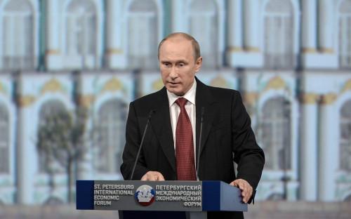 <p><b>Владимир Путин</b>, президент России:<br /> <br /> &quot;Мы намерены расширять горизонты нашего развития, открывать для себя новые перспективные рынки. Это касается и энергетики, и инвестиций, и промышленной кооперации, и несырьевого экспорта. И для такой евразийской державы, как Россия, вполне естественно повышение внимания к азиатско-тихоокеанскому региону. Для нас это и колоссальный рынок, и важнейший источник подъема российского Дальнего Востока и Восточной Сибири&quot;.</p>
