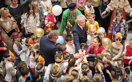 Мэр Москвы Сергей Собянин и глава ВТБ Андрей Костин на открытииЦентрального детского магазина на Лубянке.