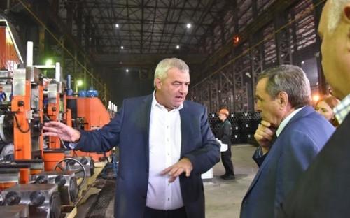 Николай Степакин (слева) и Владимир Городецкий на заводе «Тяжстанкогидропресс»