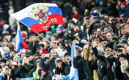 Болельщики сборной России на товарищеском матче по футболу между сборными командами России и Аргентины на стадионе «Лужники»