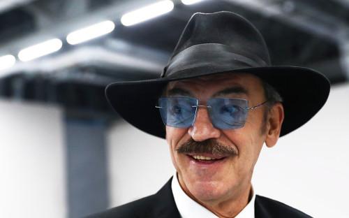 """<p>&laquo;Для меня Путин не только весомее, он личность номер один на земном шаре. Я считаю, что он краеугольный камень всех проблем на планете&raquo;, &mdash; <a href=""""https://www.kommersant.ru/doc/1253823"""">заявил</a> актер &laquo;Коммерсанту&raquo; в 2009 году.</p>"""