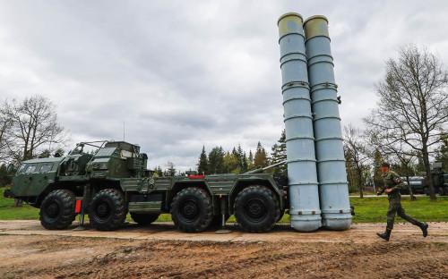 <p>Пусковая установка зенитных ракет комплекса С-400&nbsp;</p>  <p></p>