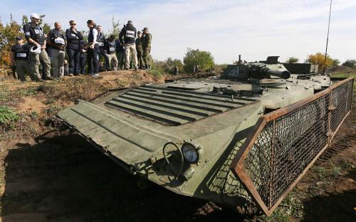 <p>Представители ОБСЕ наблюдают за отводом войск в Донбассе. 07 октября 2016</p>  <p></p>  <p></p>  <p></p>