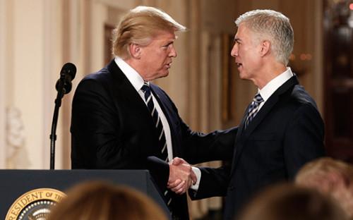 <p>Дональд Трамп (слева) и&nbsp;Нил Горсач</p>  <p></p>