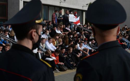 Акция солидарности со студентами, задержанными в ходе акций против итогов президентских выборов в Минске