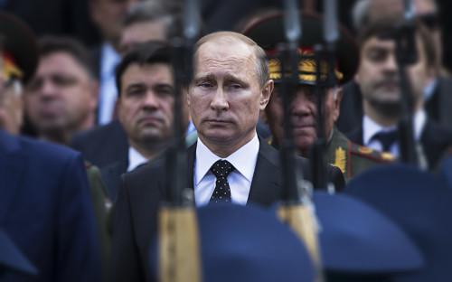 """<div><span style=""""font-size:16px;""""><strong>Владимир Путин</strong></span></div>  <div></div>  <div>Издание пишет, что&nbsp;выбор Путина был предопределен присоединением Крыма к&nbsp;России, &laquo;опосредованной войной&raquo; на&nbsp;Украине и&nbsp;подписанием контракта на&nbsp;строительство 70-миллиардного газопровода в&nbsp;Китай (крупнейший строительный проект на&nbsp;планете)</div>"""