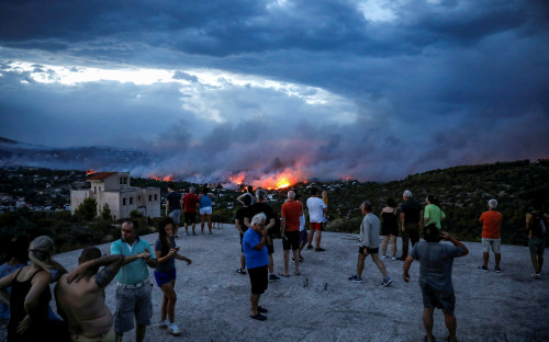 """<p>Уже несколько дней в одном из предместьев&nbsp;Афин <a href=""""https://www.rbc.ru/society/24/07/2018/5b56c1eb9a79477a696efb37"""">продолжаются</a> лесные пожары, вызванные жарой и сильным ветром.</p>"""