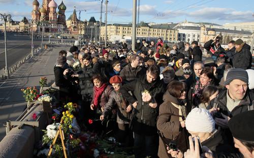 Место гибели политика Бориса Немцова на Большом Москворецком мосту