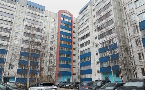 <p>Дом, где было найдено тело убитого подростка в Санкт-Петербурге</p>