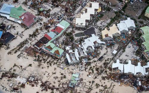 """Ураган &laquo;Ирма&raquo; <a href=""""http://www.rbc.ru/rbcfreenews/59af46a29a7947fff3010b4e"""">получил</a> пятую, максимальную, категорию опасности.<br /> <br /> &nbsp;"""