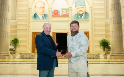 Рамзан Кадыров (справа) иЕвгений Пригожин
