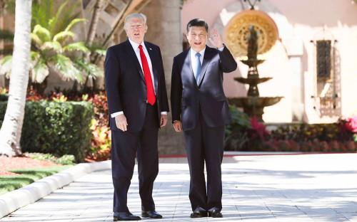 Дональд Трамп и Си Цзиньпин (справа)