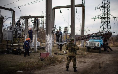 Ремонтные работы на электроподстанции в Луганске, 2014 год