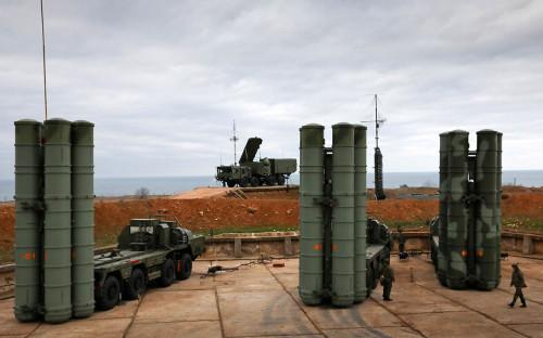 <p>Зенитно-ракетный&nbsp;комплекс С-400</p>  <p></p>