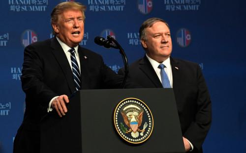 Дональд Трамп (слева) и Майк Помпео (справа)
