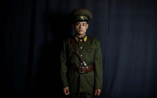 <p>Бывший офицер Корейской народной армии жил в Хесане, городе-порте на севере КНДР, пока в 2013 году не бежал в Южную Корею.</p>  <p>&laquo;Я попал в Южную Корею 22 ноября 2013 года. Я не дезертировал, а просто уехал на заработки. На границе сказал, что мне необходимо уехать, и это сработало, так как я был в форме. Сначала добрался до Таиланда, там одолжил одежду у друзей, а&nbsp;форму, в которой бежал, оставил, на случай&nbsp;если&nbsp;бы мне понадобилось вернуться обратно. Военные&nbsp;форма и удостоверение личности высоко ценятся в КНДР. Военные могут позволить себе все&raquo;, &mdash; рассказал Чжон.</p>
