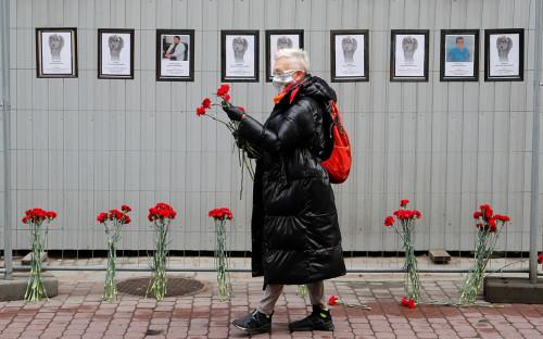Импровизированный мемориал для медиков, которые скончались в Санкт-Петербурге во время вспышки коронавируса