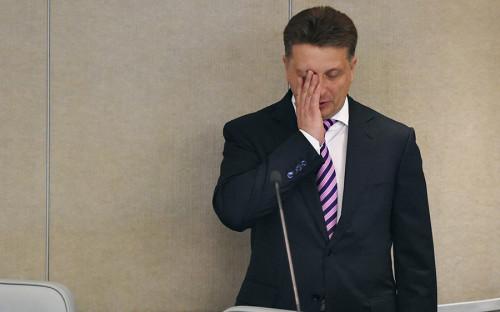"""<p>27 сентября на совещании с членами правительства Путин <a href=""""http://www.rbc.ru/society/27/09/2017/59cbad909a79472ccd5b757c"""">объявил</a> министру транспорта Максиму Соколову о его неполном служебном соответствии, пообещав подумать, что делать дальше. Вице-премьер Аркадий Дворкович был раскритикован за то, что недостаточно внимания уделяет транспортной отрасли. &laquo;Я объявляю вам о неполном служебном соответствии. Если справитесь с этой ситуацией быстро и эффективно, тогда мы подумаем с Дмитрием Анатольевичем, что делать с этим неполным служебным соответствием. Если не справитесь &mdash; тоже подумаем&raquo;, &mdash; сказал Путин, обращаясь к министру. Ему также было поручено представить предложения по урегулированию ситуации на авиарынке в целом.<br /> <br /> Критика Путина вызвана ситуацией с авиакомпанией &laquo;ВИМ-Авиа&raquo;, которая не может рассчитаться с поставщиками топлива и аэропортами. Это привело к отменам и задержкам рейсов компании.</p>"""