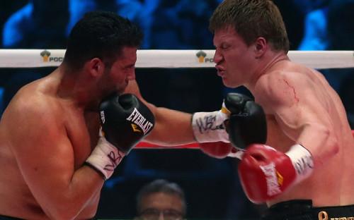 Боксер Александр Поветкин (справа)