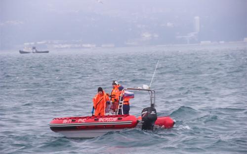 <p>Поисково-спасательные работы у побережья Черного моря, где потерпел крушение самолет Минобороны России Ту-154</p>  <p></p>