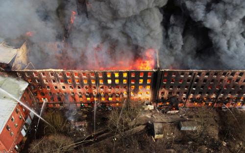 Пожар в здании фабрики «Невская мануфактура»