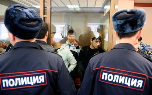 Аброр Азимов (в центре) и обвиняемые по делу о теракте в метро Санкт-Петербурга