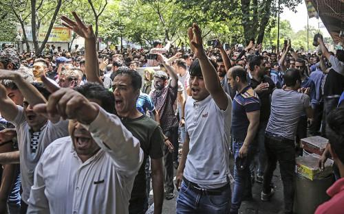 <p>Протесты в Тегеране из-за проблем в экономике страны. 25 июня 2018 года</p>  <p></p>