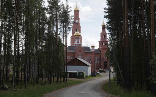 Храм на территории Среднеуральского женского монастыря