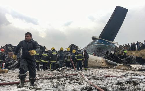 Лайнер, прилетевший в Катманду из столицы БангладешДакки, загорелся и разрушился при посадке в аэропорту