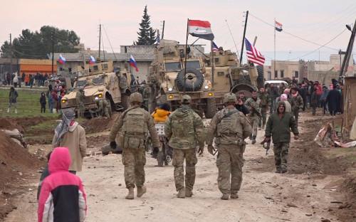 Американский военный конвой, Сирийские и Российские военные в деревне Хирбат-Амо<br /> &nbsp;