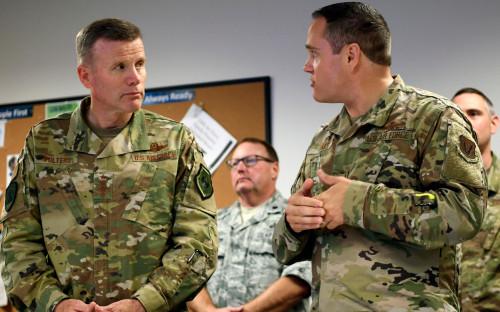 Генерал Тод Уолтерс (слева)