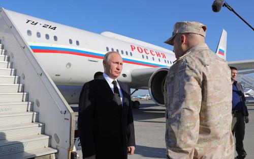 Президент России Владимир Путин прибыл на российскую авиабазу Хмеймим, где отдал приказ о выводе частей группировки российских войск